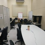 Petianos realizam limpeza na sala do PET-SI